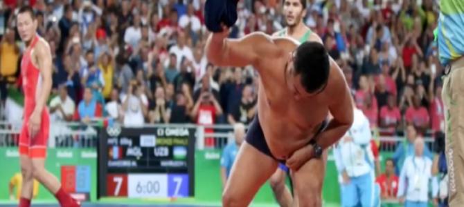 五輪レスリング、モンゴルコーチがパンツ一丁で猛抗議!?