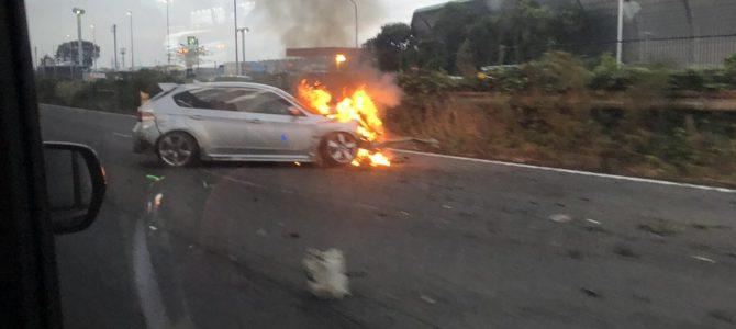 東名高速で車両火災 海老名SA付近でインプレッサが炎上