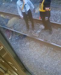 品川駅で人身事故「ブルーシートが人間のかたち」