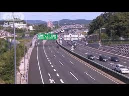 名神高速道路の高槻ジャンクション付近でトラックや乗用車など6台が絡む事故