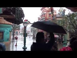 ディズニーランドがゲリラ豪雨。天然ゲットウェット状態!?