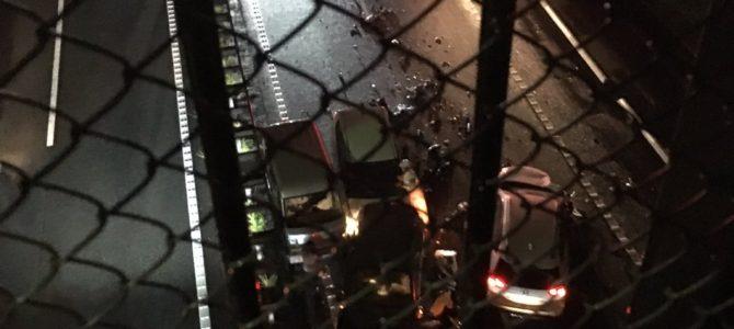 横浜横須賀道路の釜利谷~堀口能見台間で車13台が絡む玉突き事故