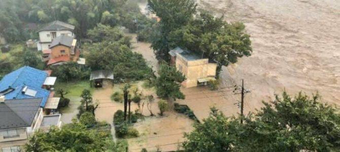 東京都多摩地域西部を流れる秋川が台風19号の影響で氾濫
