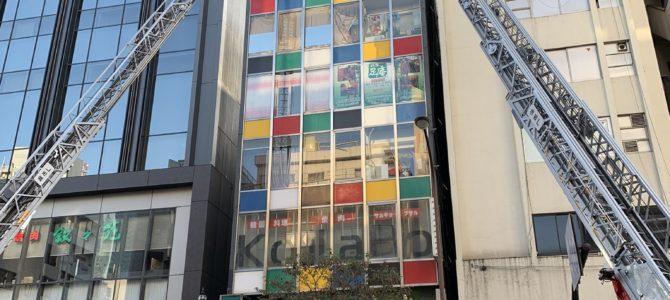 東京都港区六本木のビルで火事