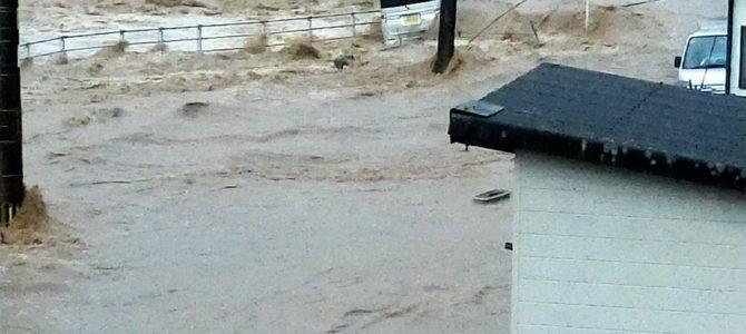 熊本県や鹿児島県で猛烈な大雨が降り、球磨川が氾濫
