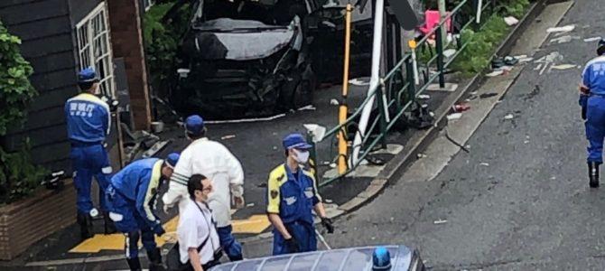 東京都大田区山王の環状7号でパトカーに追跡されていた車がガードパイプに衝突し男女2人が死亡する事故