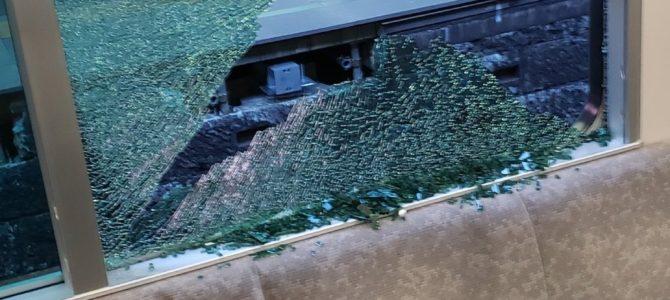 相鉄線が窓ガラス破損で運転見合わせ
