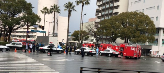 福岡県福岡市博多区のサンパレス付近で大型トラックに自転車が巻き込まれる死亡事故