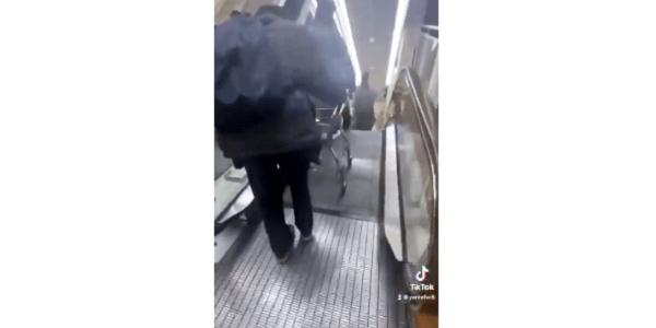 イオンのエスカレーターからカートを落とす危険行為の動画