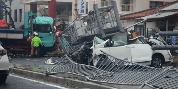 沖縄県浦添市仲間の伊祖トンネル付近で複数台が衝突する事故
