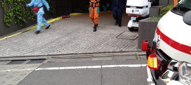 東京都新宿区下落合のマンション地下駐車場で消火設備の点検中に作業員6人が閉じ込められる事故